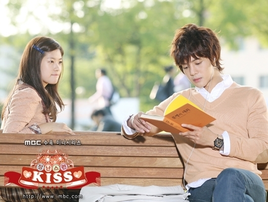 Playful-Kiss-mischievous-kiss-16274032-530-400.jpg